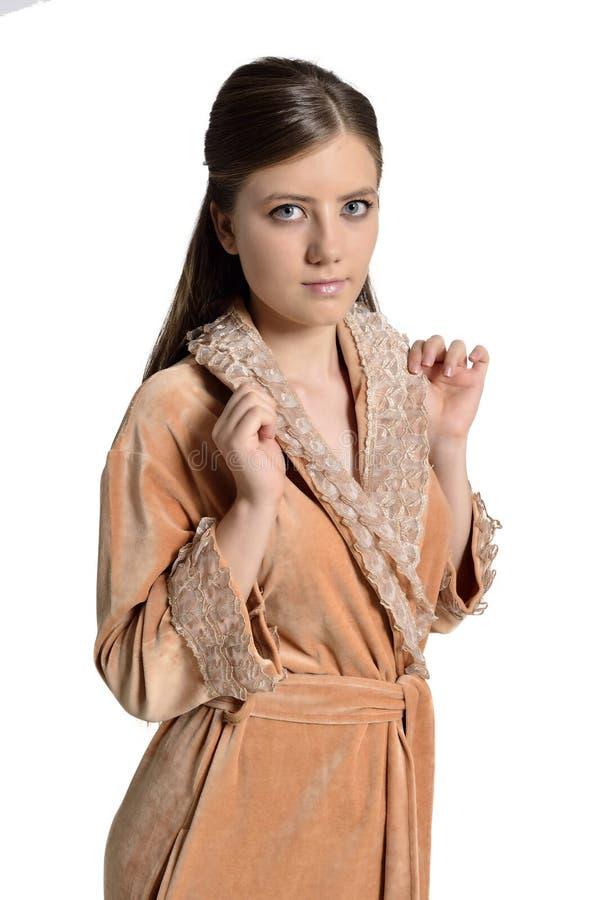 Mooie jonge vrouw in badjas stock fotografie