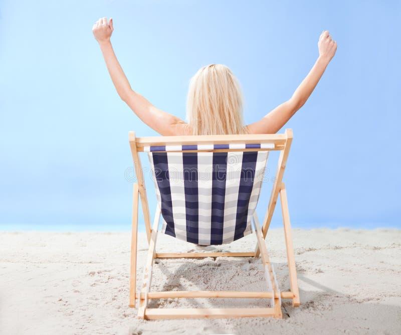 Mooie jonge vrouw in bikini stock fotografie