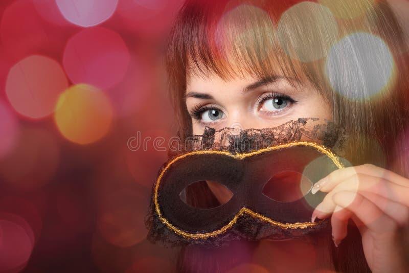 Mooie jonge vrouw in Carnaval masker royalty-vrije stock afbeelding
