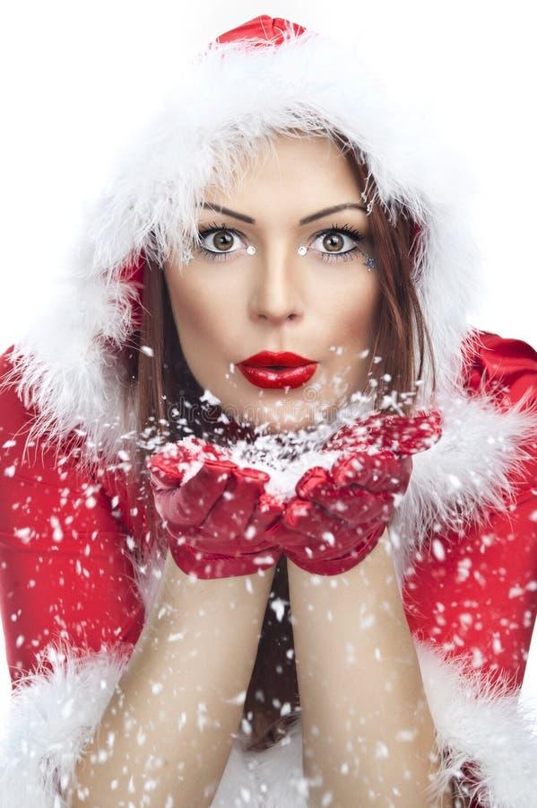 Mooie jonge vrouw in de kleren van de Kerstman stock afbeelding