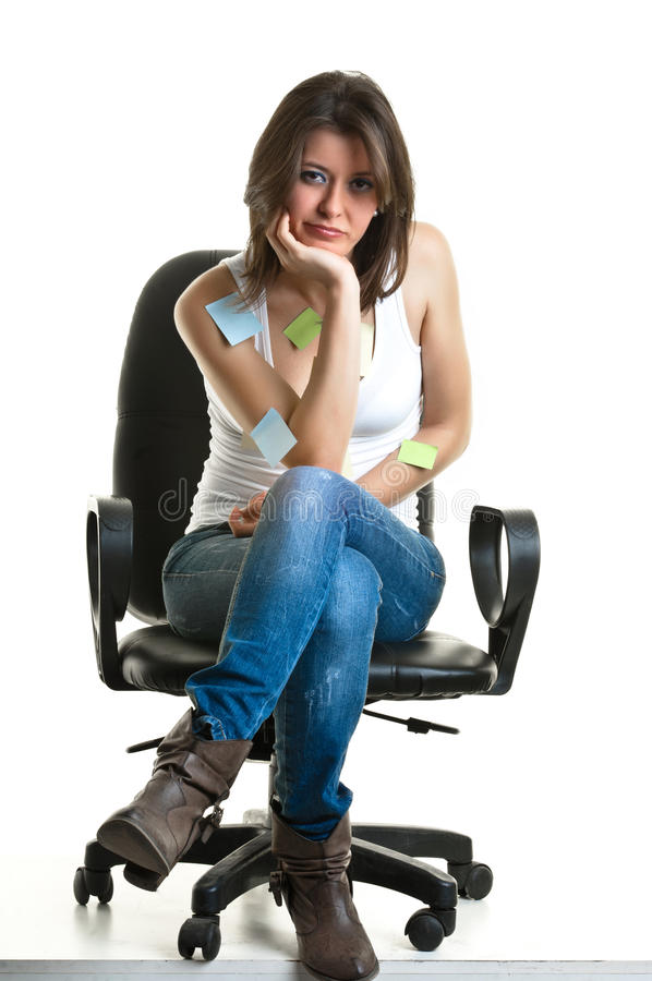 Mooie jonge vrouw die aan de telefoon spreken stock afbeelding