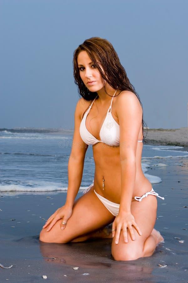 Mooie Jonge Vrouw in een Bikini stock afbeelding
