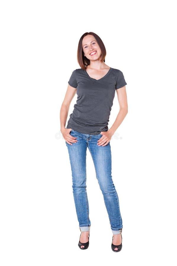 Mooie jonge vrouw in jeans en t-shirt stock foto's