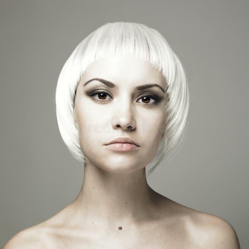 Mooie jonge vrouw met blond haar royalty-vrije stock afbeelding