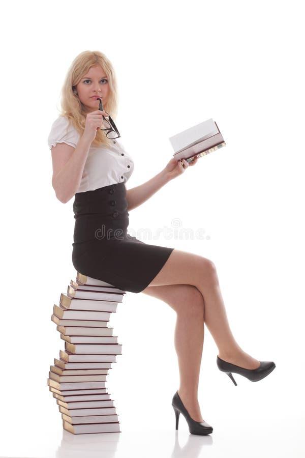 Mooie jonge vrouw met boeken witte achtergrond stock afbeelding