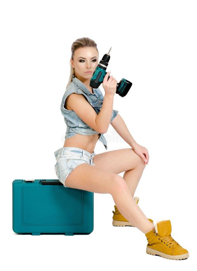 Mooie jonge vrouw met een elektrische schroevedraaier royalty-vrije stock foto