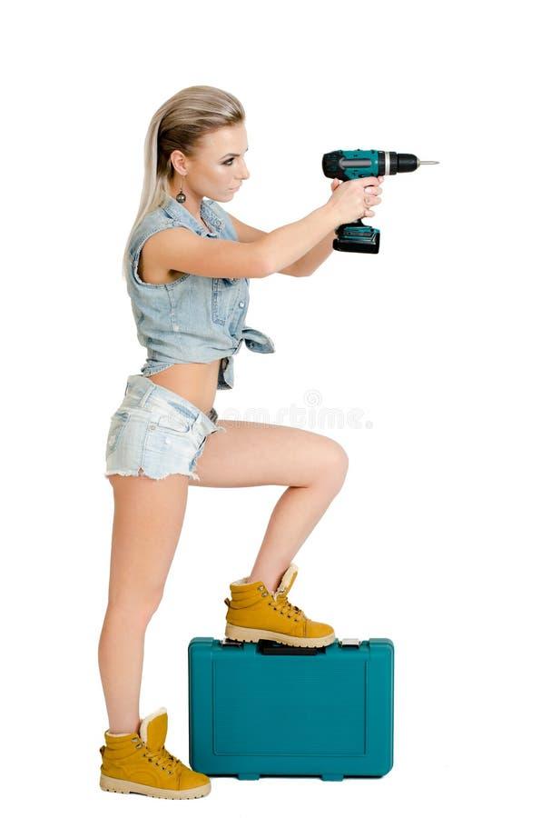 Mooie jonge vrouw met een elektrische schroevedraaier royalty-vrije stock afbeelding