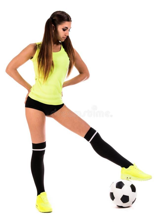 Mooie jonge vrouw met een voetbal stock fotografie