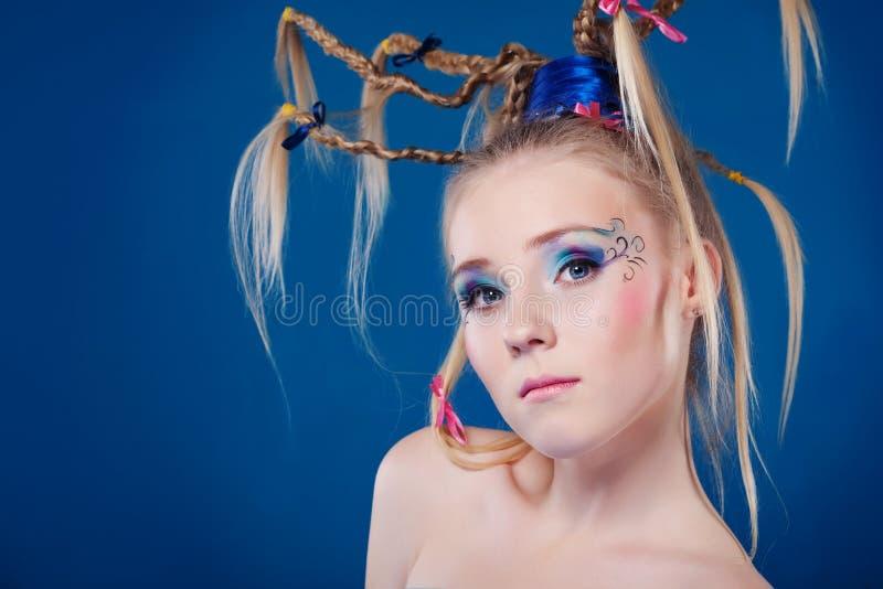 Mooie jonge vrouw met gezicht-kunst stock afbeeldingen