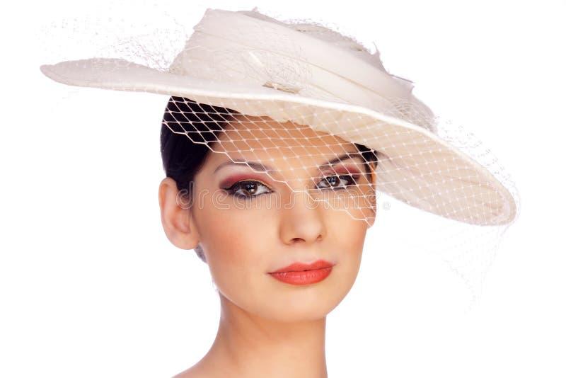 Mooie jonge vrouw met hoed en sluier stock foto
