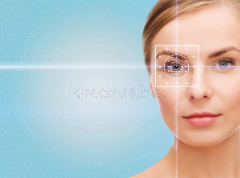 Mooie jonge vrouw met laser lichte lijnen royalty-vrije stock afbeeldingen
