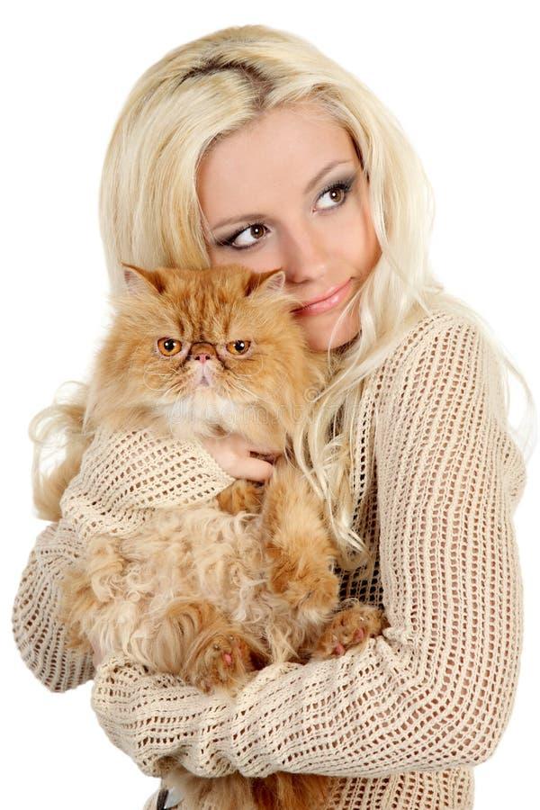 Mooie jonge vrouw met Perzische kat royalty-vrije stock afbeelding