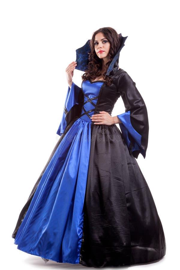 Mooie jonge vrouw in middeleeuwse erakleding stock fotografie