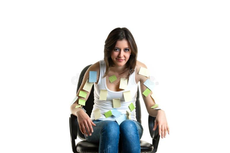 Mooie jonge vrouw op het werk stock afbeelding