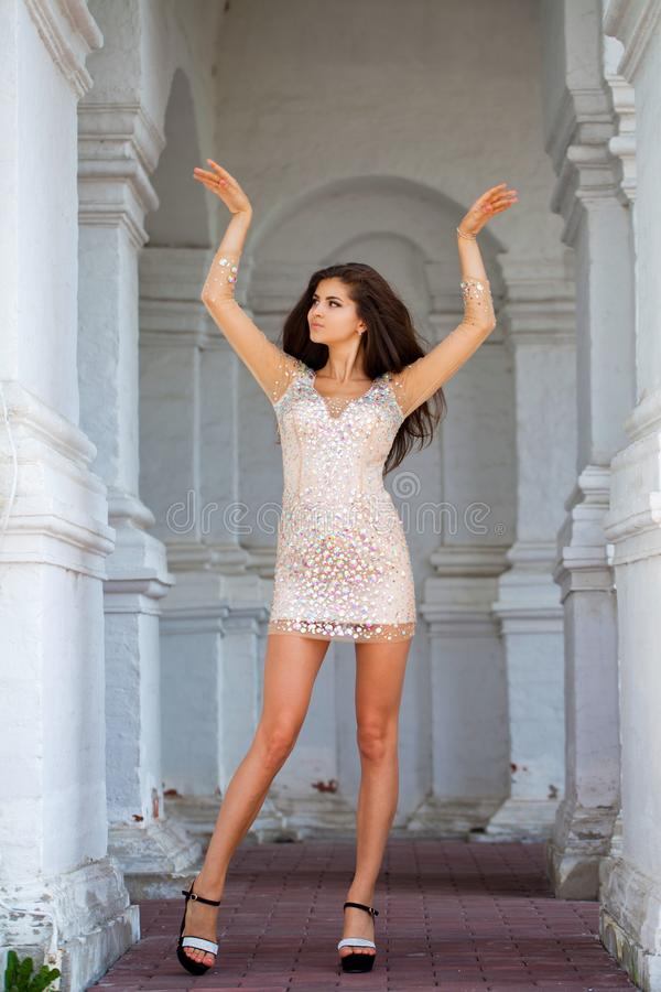 Mooie jonge vrouw in sexy kleding royalty-vrije stock afbeelding