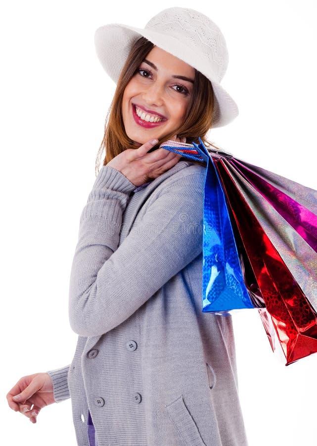 Mooie jonge vrouwen die haar het winkelen zakken houden royalty-vrije stock afbeelding