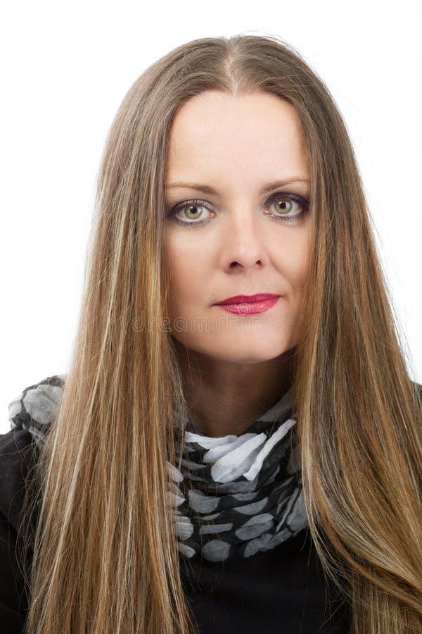 Mooie kankerpatiënt van de middenleeftijdsvrouw alvorens haar te scheren royalty-vrije stock fotografie