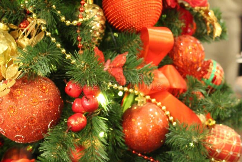 Mooie Kerstmisdecoratie op de Kerstboom stock fotografie