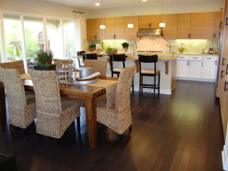 Mooie keuken en eetkamer stock foto afbeelding bestaande uit binnen 11898540 - Eetkamer keuken ...