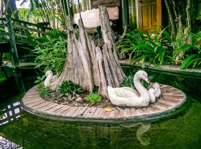 Mooie kleine tuin en decoratief stock foto afbeelding 54080000 - Tuin grind decoratief ...