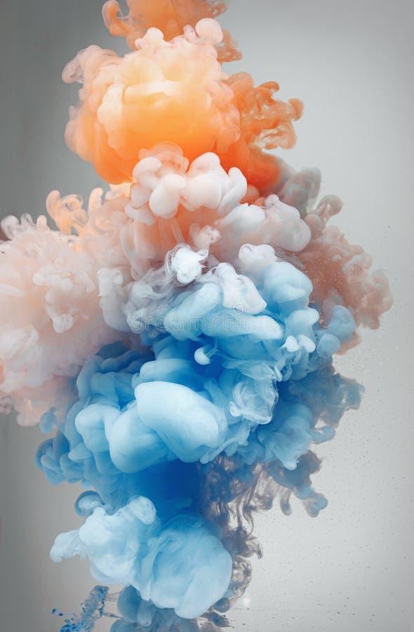 Mooie kleurenmengeling in water, sinaasappel en blauw stock foto's