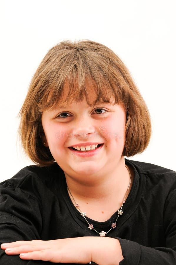 Mooie korte tiener die met kuiltje glimlacht royalty-vrije stock afbeeldingen