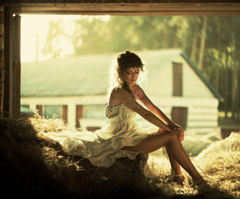 Download Mooie krullende vrouwen stock foto. Afbeelding bestaande uit vrolijk - 39108436