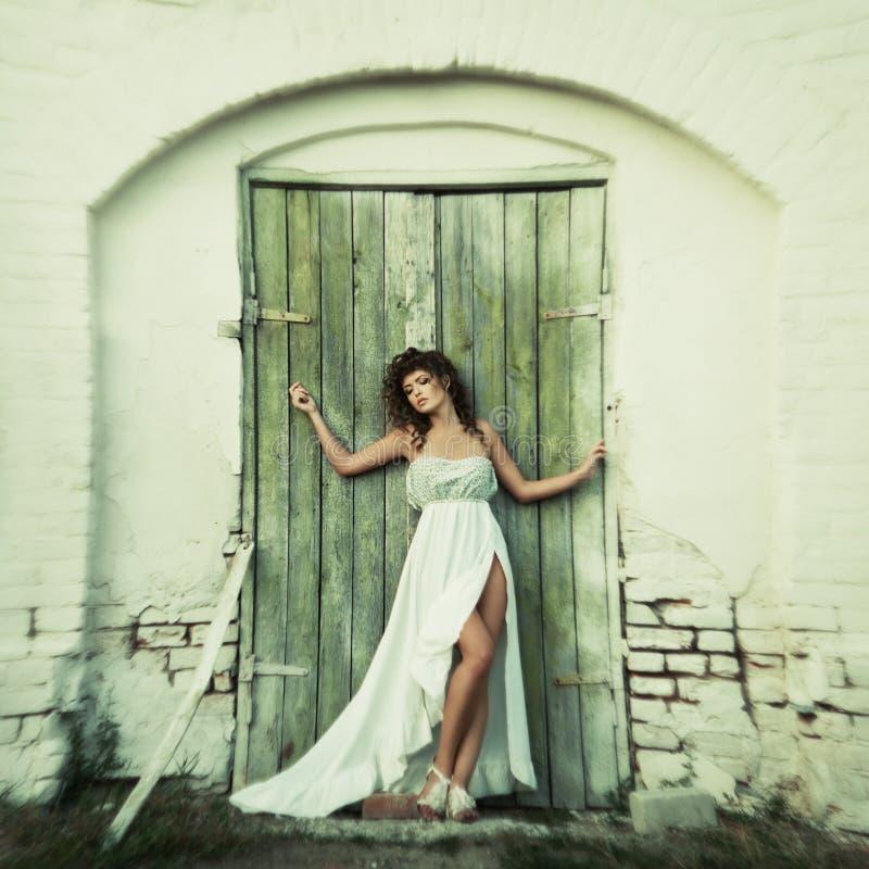 Download Mooie krullende vrouwen stock afbeelding. Afbeelding bestaande uit versheid - 39108463