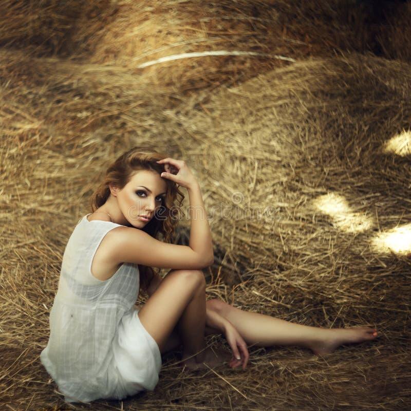 Download Mooie krullende vrouwen stock foto. Afbeelding bestaande uit schoonheid - 39108506