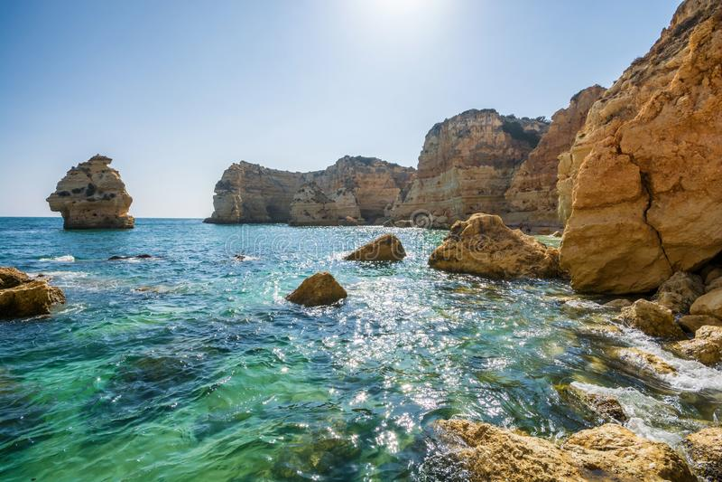 Mooie kust van Algarve in Portugal royalty-vrije stock foto