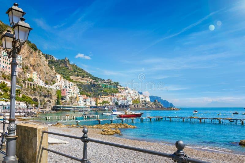 Mooie kuststad Amalfi in provincie van Salerno, gebied van Campania, Italië royalty-vrije stock afbeelding