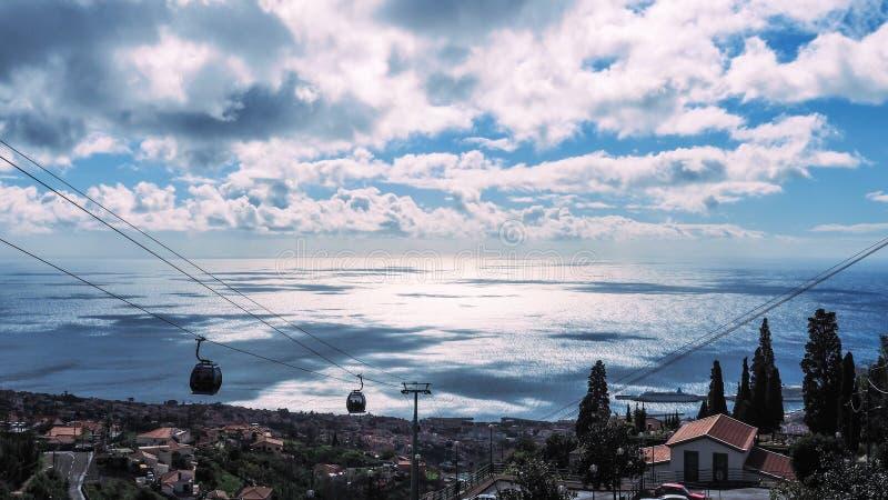 Mooie landschapsmening van Funchal, Madera, vanaf de bovenkant van de berg stock foto