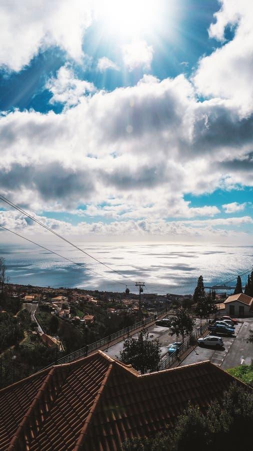 Mooie landschapsmening van Funchal, Madera, vanaf de bovenkant van de berg stock afbeelding