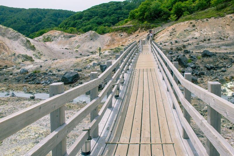 Mooie landschapsmening van Noboribetsu Jigokudani of Helvallei in seizoengebonden de zomer stock afbeeldingen