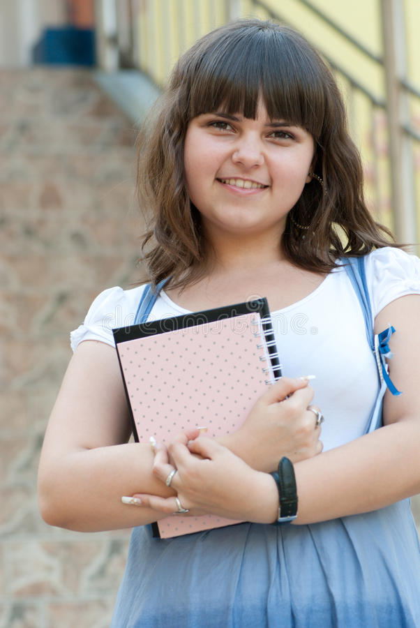Mooie leerling na klassen stock afbeeldingen