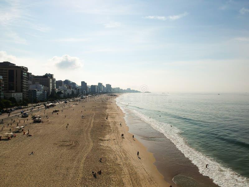 Mooie luchthommelmening van het strand van Leblon en Ipanema-, Rio de Janeiro royalty-vrije stock foto's