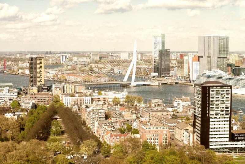 Mooie luchtmening van de horizon van Rotterdam stock foto's