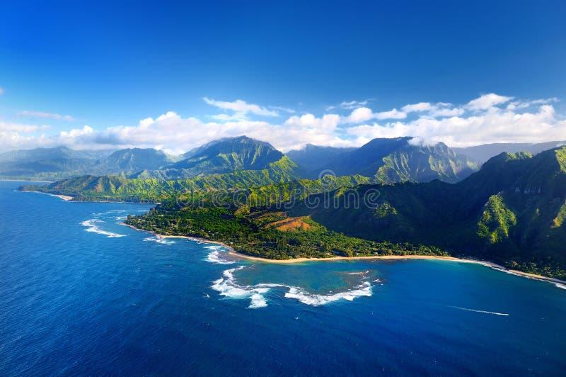 Mooie luchtmening van de spectaculaire kust van Na Pali, Kauai stock foto's