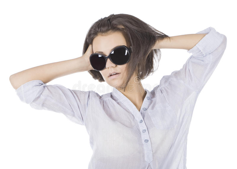 Mooie maniervrouw die zonnebril draagt royalty-vrije stock fotografie