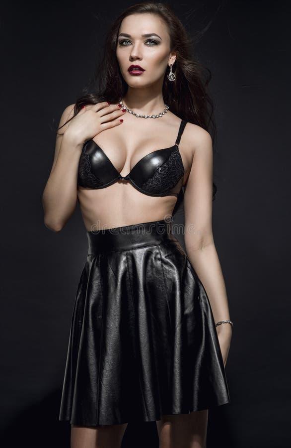 Mooie Mannequin in zwarte uitrusting stock fotografie