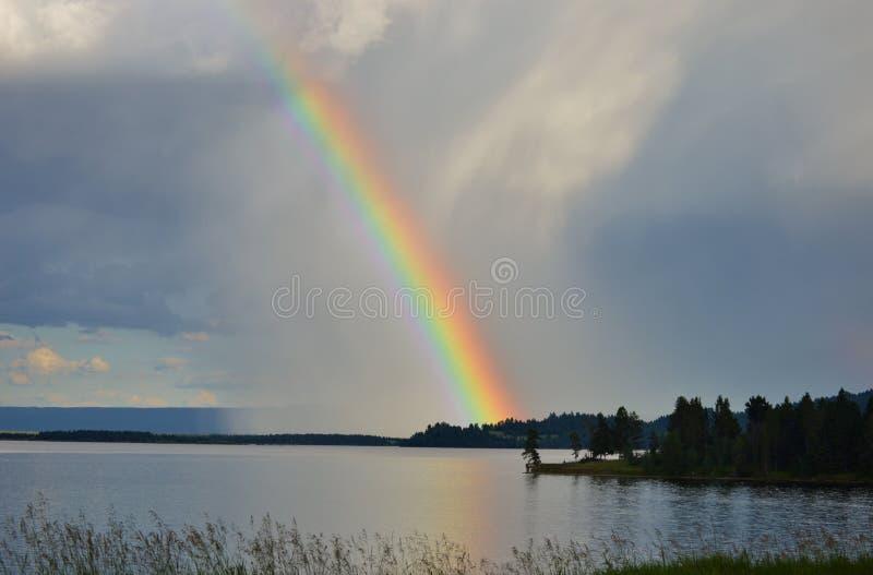 Mooie meerregenboog royalty-vrije stock afbeelding