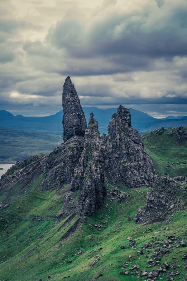 Mooie mening aan de Oude Mens van Storr in Eiland van Skye, Schotland stock fotografie
