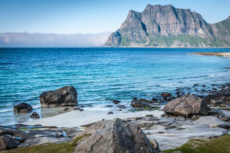 Mooie mening aan Eggum-strand in Noorwegen, Lofoten-eilanden royalty-vrije stock fotografie