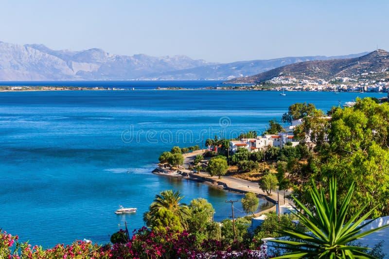 6 25 2013 - Mooie mening aan Elounda-stad in het eiland van Kreta, Griekenland royalty-vrije stock fotografie