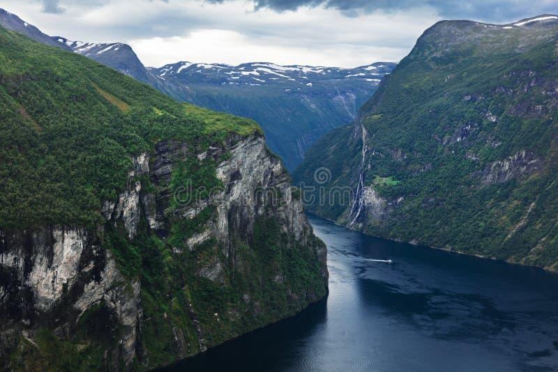 mooie mening aan Geiranger-fjord royalty-vrije stock foto