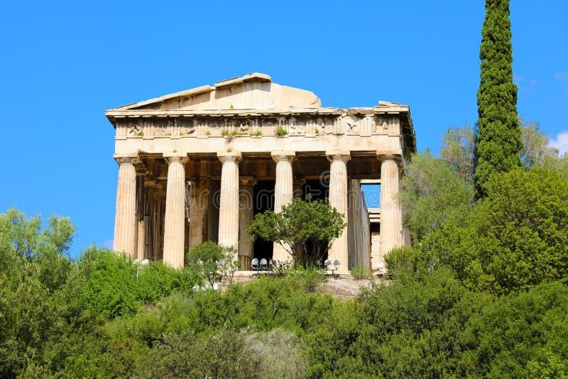Mooie mening bij de Tempel van Hephaestus in Oud Agora van Athene, Griekenland stock afbeelding