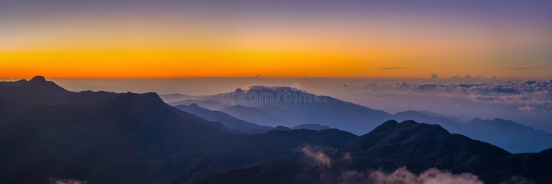 Mooie mening bij vallei van de Piek van Sri Pada Adam ` s stock afbeeldingen