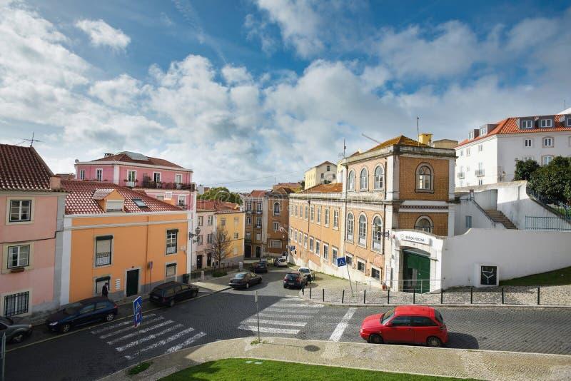 Mooie mening over de oude straat van Lissabon van Nationaal Pantheon stock foto's
