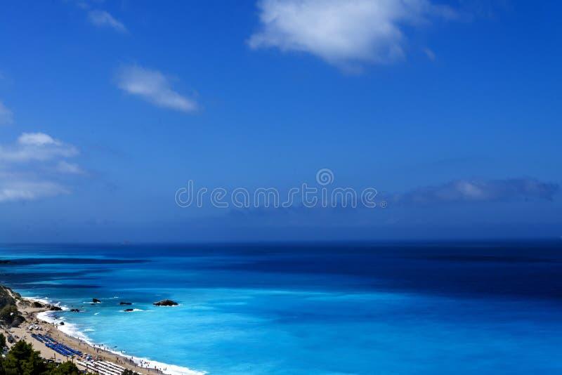 Mooie mening over een groot populair strand Kathisma op Grieks eiland Lefkada stock fotografie
