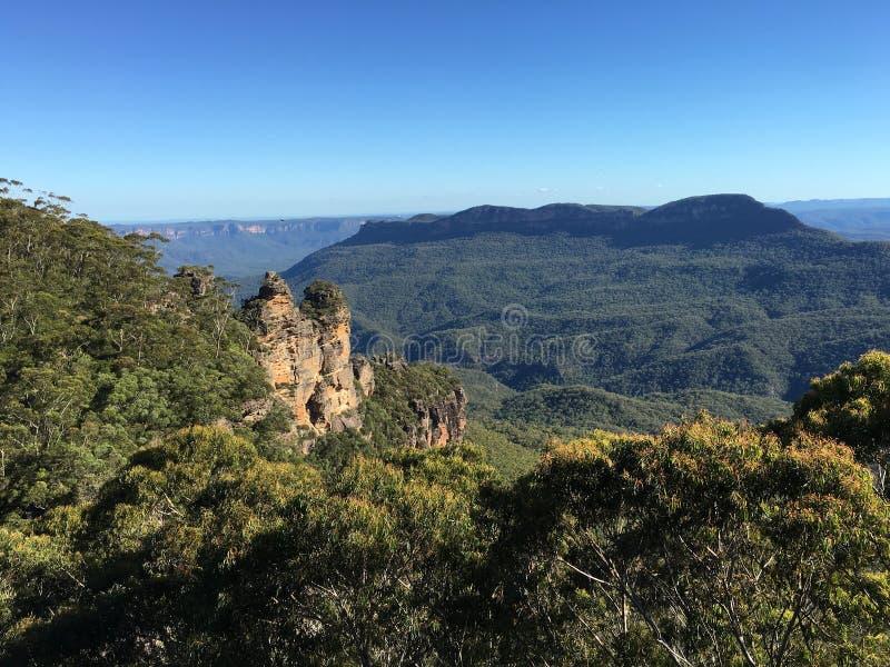 Mooie mening van aard met bergen, overzees en hemel stock afbeeldingen